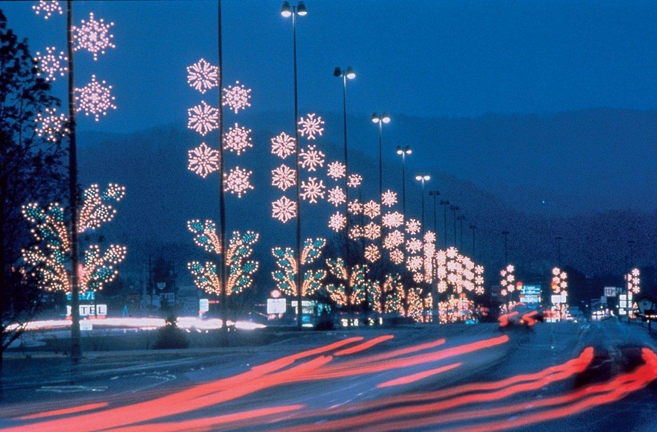 C1-Winterfest-Parkway-Lights-RSZ.v1